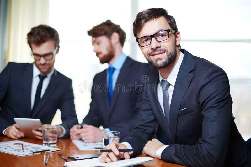 Funcionamento do homem de negócios foto de stock royalty free