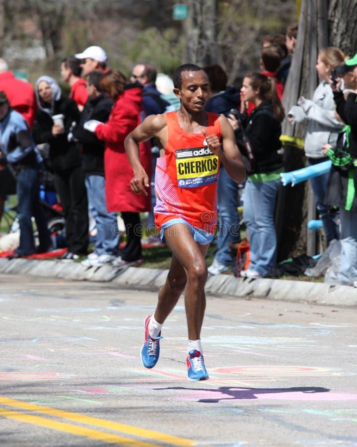 Funcionamentos de Cherks na maratona de Boston fotografia de stock