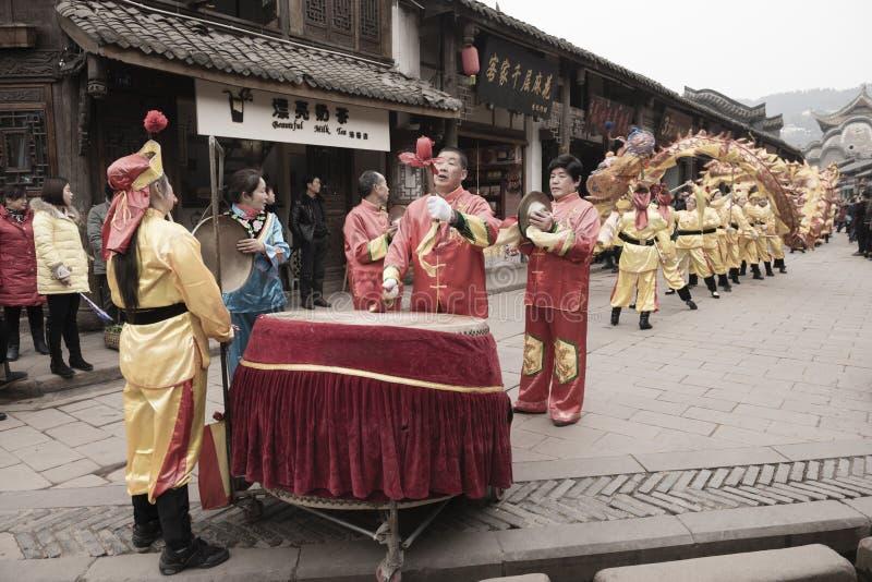 Funcionamiento chino de la linterna del dragón fotos de archivo libres de regalías
