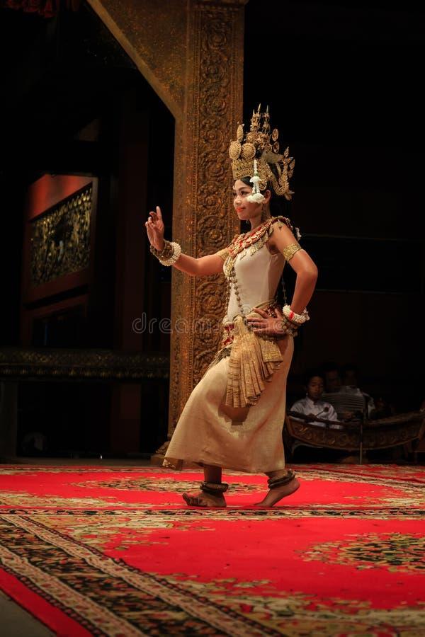 Funcionamiento clásico de la danza del Khmer en Camboya fotografía de archivo libre de regalías