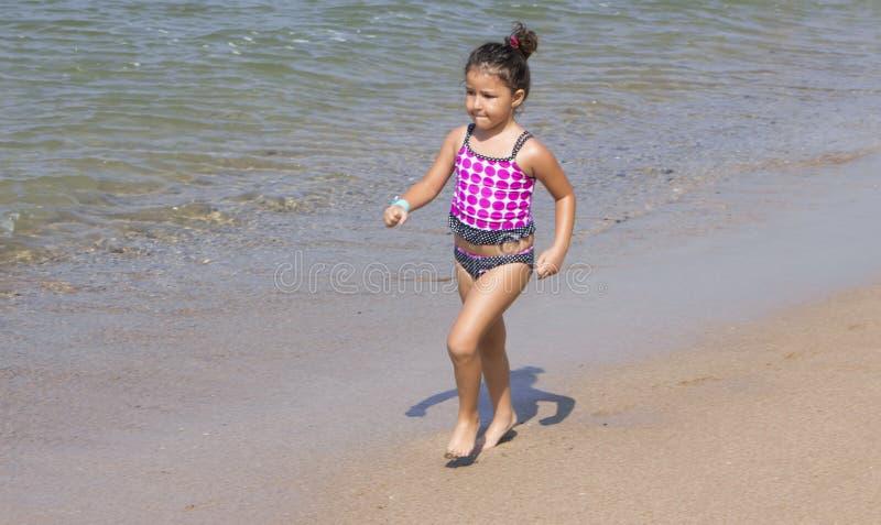 Funcionamiento de la chica joven fotografía de archivo libre de regalías