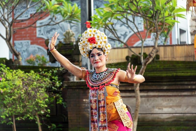 Funcionamiento de la danza de Barong, baile tradicional del Balinese fotografía de archivo