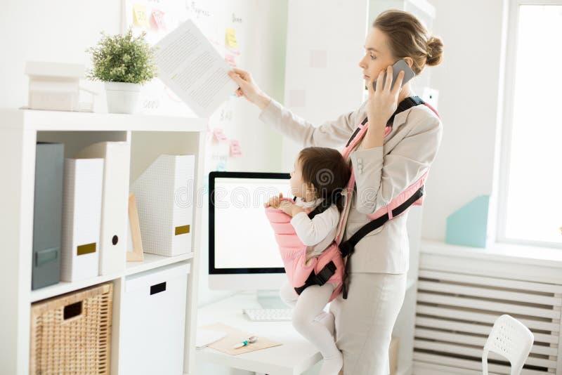 Funcionamiento de la mamá imágenes de archivo libres de regalías
