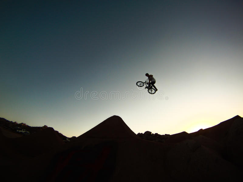 Funcionamiento de la puesta del sol fotografía de archivo libre de regalías