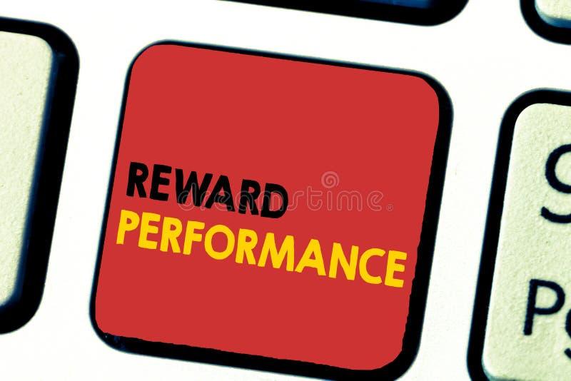 Funcionamiento de la recompensa del texto de la escritura de la palabra El concepto del negocio para la valoración reconoce valor foto de archivo libre de regalías