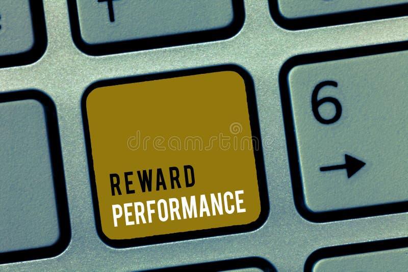 Funcionamiento de la recompensa del texto de la escritura de la palabra El concepto del negocio para la valoración reconoce valor fotos de archivo libres de regalías
