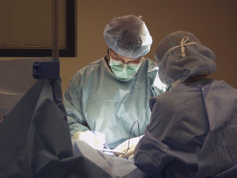 Funcionamiento de las personas quirúrgicas foto de archivo