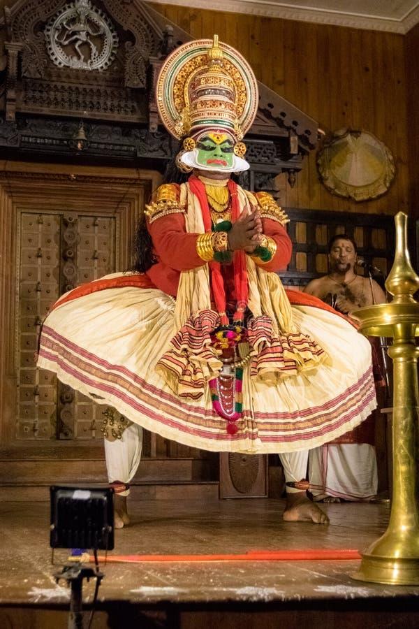Funcionamiento del ‹de Kathakali†Un juego hindú tradicional realizado adentro foto de archivo libre de regalías