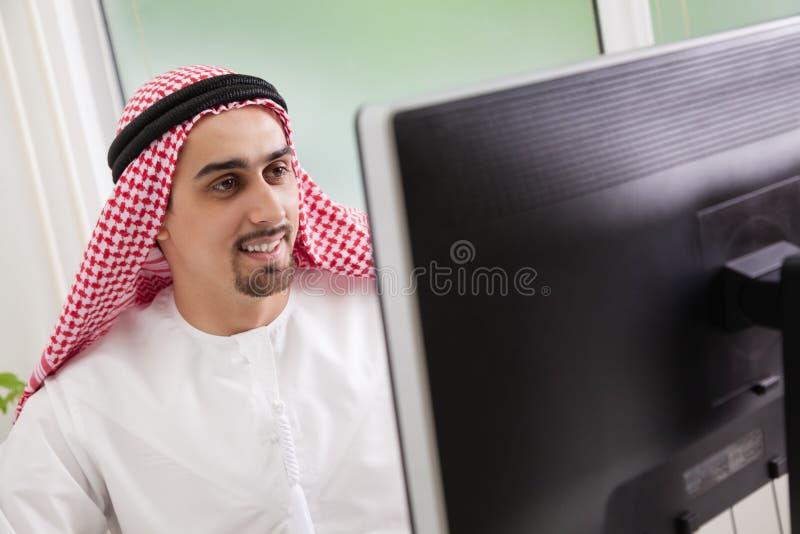 Funcionamiento del hombre de negocios imagenes de archivo