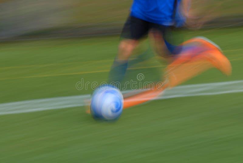 Funcionamiento del jugador de fútbol fotografía de archivo libre de regalías