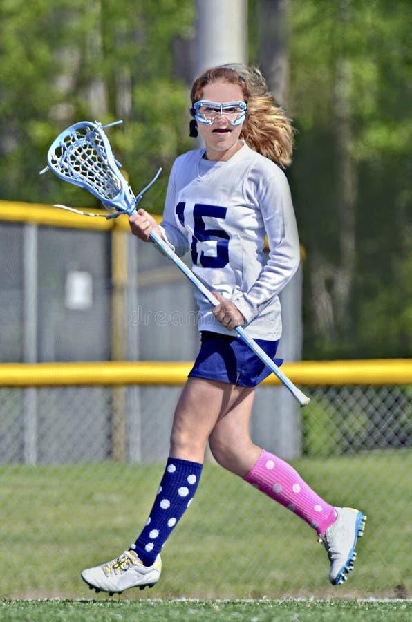 Funcionamiento del jugador de LaCrosse de la chica joven foto de archivo