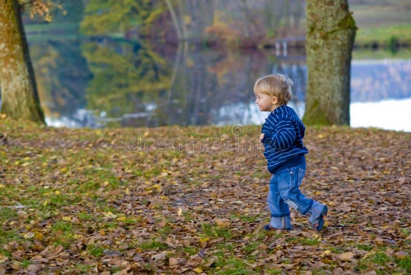 Funcionamiento del niño imagen de archivo libre de regalías