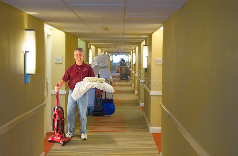 Funcionamiento del personal del hotel del equipo de limpieza imagen de archivo