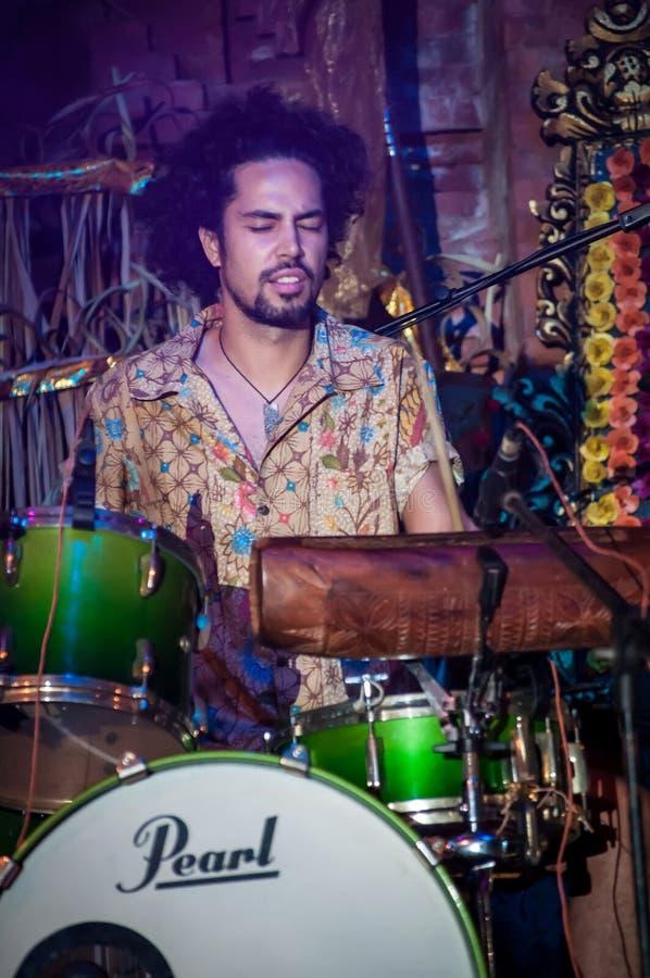 Funcionamiento excepcional de OKA en el alcohol Festiva de Bali fotos de archivo