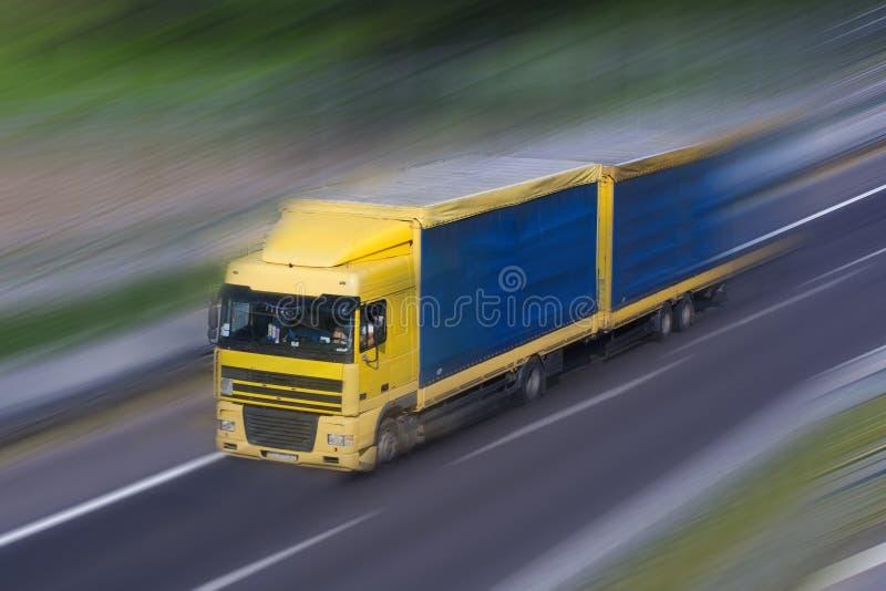 Download Funcionamiento Gris-azul Del Camión Imagen de archivo - Imagen de carril, velocidad: 44855459