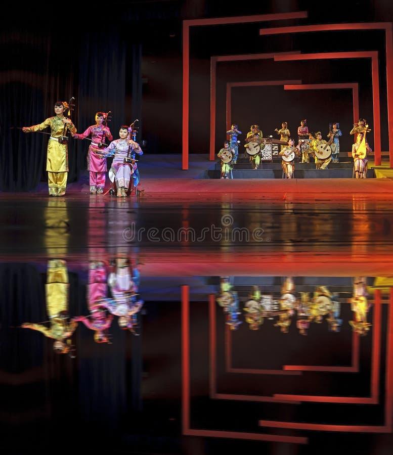 Funcionamiento instrumental popular tradicional chino del concierto imagenes de archivo