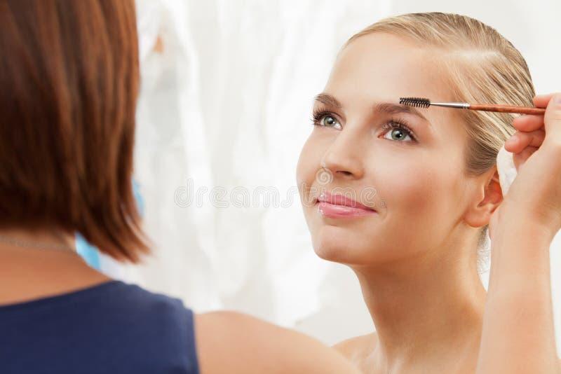 Funcionamiento profesional del artista de maquillaje imagen de archivo libre de regalías