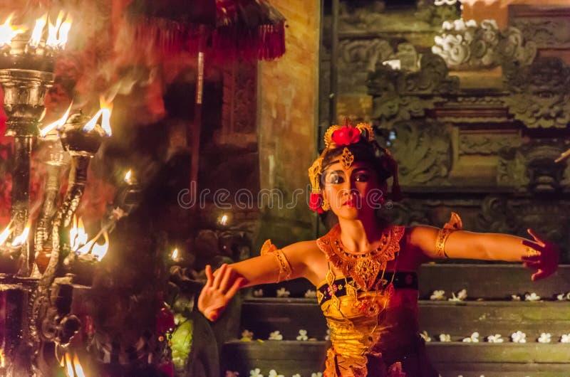 Funcionamiento tradicional de la danza del balinese imagen de archivo