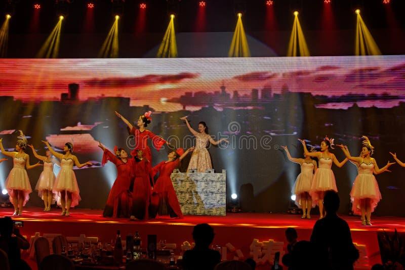 Funcionamientos de esfuerzo de la China-canción y de la danza foto de archivo
