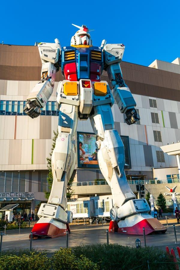 Funcionamientos del mismo tamaño fuera de la plaza de DiverCity Tokio, Oda de Gundam stock de ilustración