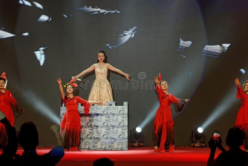 Funcionamientos flourishing de la China-canción y de la danza fotos de archivo