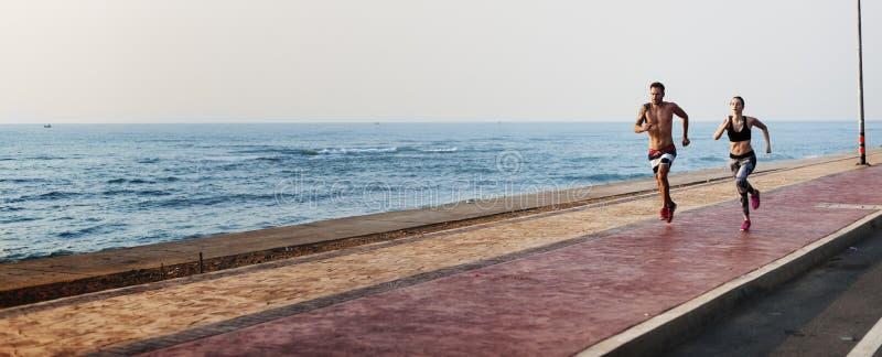Funcione con el concepto de la naturaleza de Sprint de la costa del deporte de la playa del ejercicio imagen de archivo libre de regalías