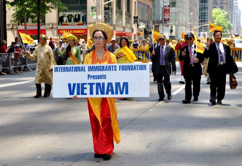 fundacyjnych imigrantów międzynarodowa nyc parada fotografia royalty free