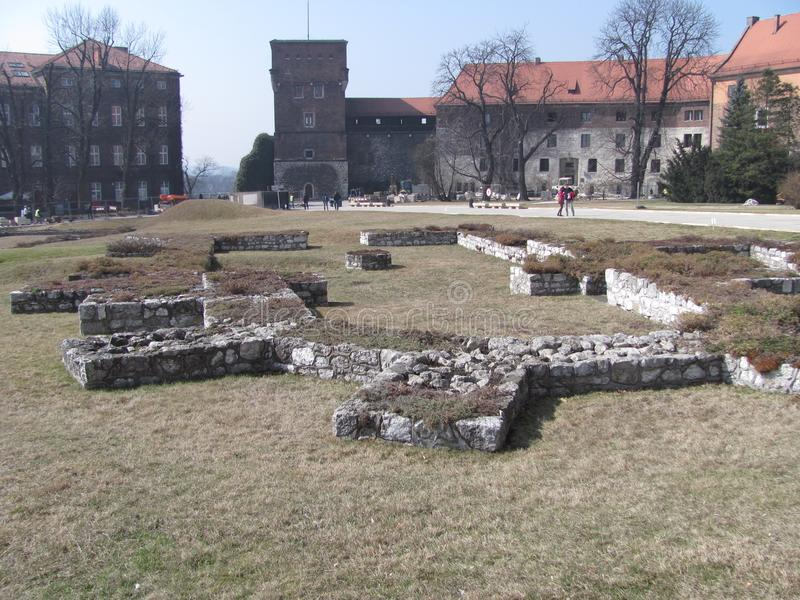 Fundament av gamla Wawel royaltyfri bild