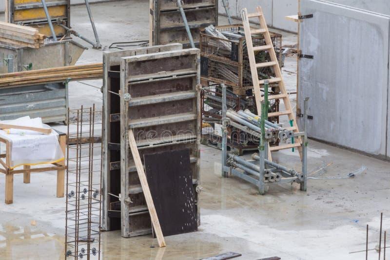 Fundamentbyggnad av stål och betong arkivbild