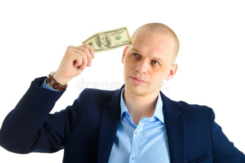 Fundersam affärsman i dräkt på hållande kassa för vit bakgrund Tänka om danandepengar royaltyfri fotografi