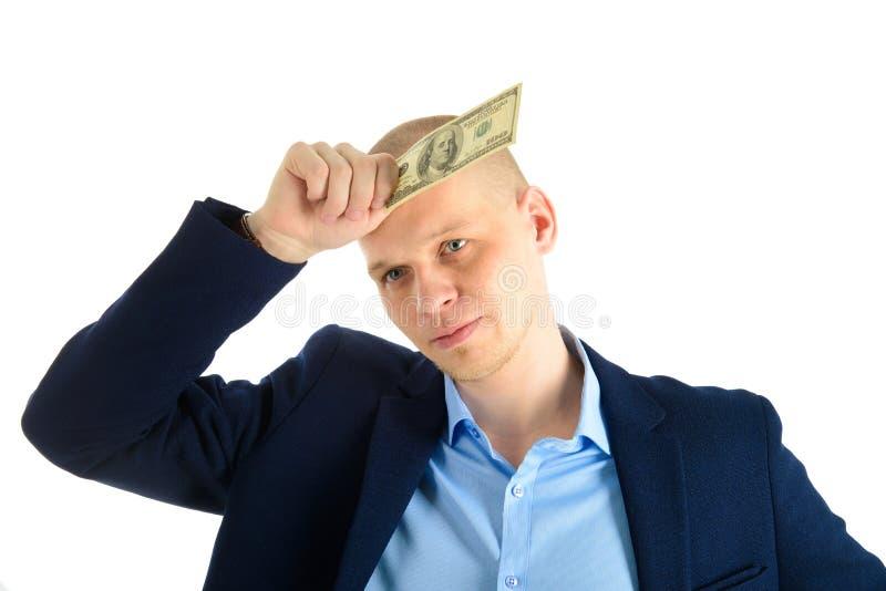 Fundersam affärsman i dräkt på hållande kassa för vit bakgrund Tänka om danandepengar arkivfoton