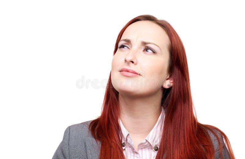 Fundersam kvinna med en frown royaltyfri foto