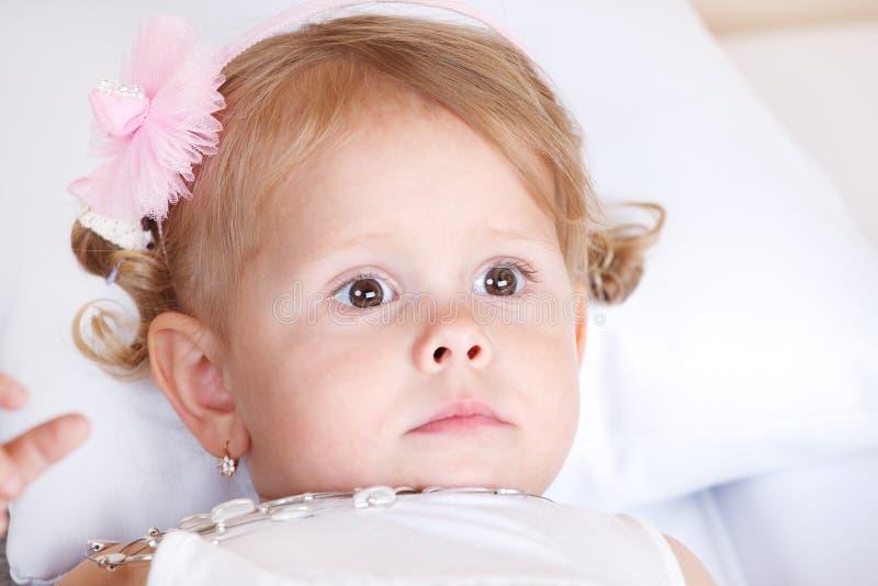 fundersam litet barn royaltyfri fotografi