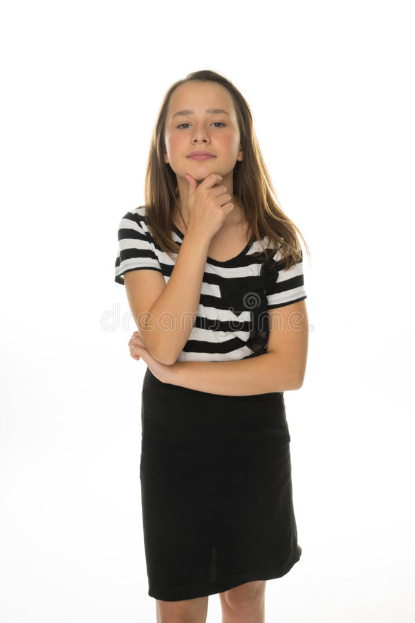 Fundersam nätt ung flicka som ser kameran royaltyfri bild
