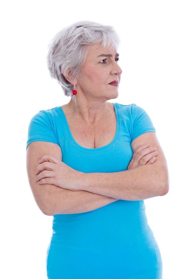 Fundersam sikt: isolerad äldre kvinna i en turkosskjorta. arkivfoton