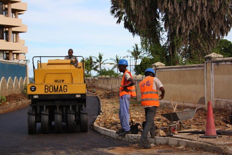 Fundis дорожной работы mombasa стоковое фото