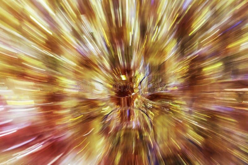Fundo abstrato brilhante baseado em vidros de vinho com foco do borrão de movimento no ponto central Fundo abstrato brilhante inc imagem de stock