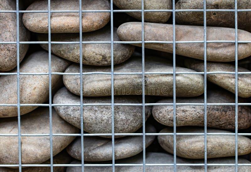 Fundo abstrato com as pedras atrás do close-up líquido da cerca imagens de stock royalty free
