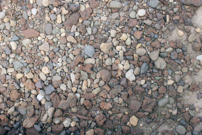 Fundo abstrato com as pedras grandes e pequenas cinzentas do mar fotografia de stock royalty free
