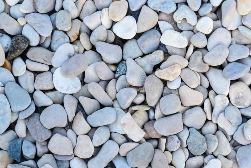Fundo abstrato com as pedras redondas do mar imagens de stock royalty free