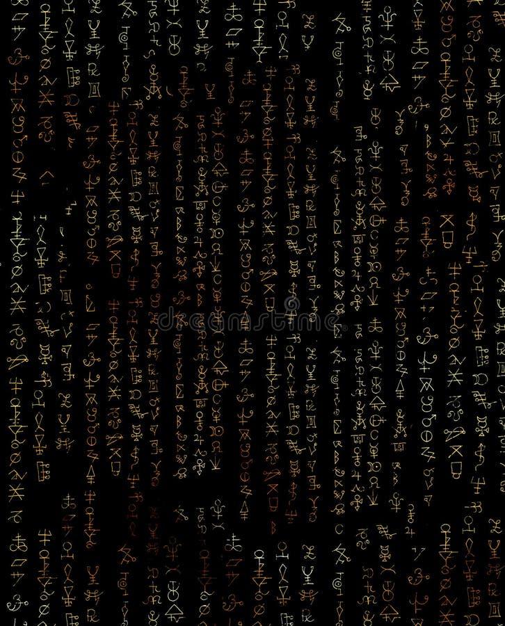 Fundo abstrato com símbolos místicos no preto ilustração do vetor