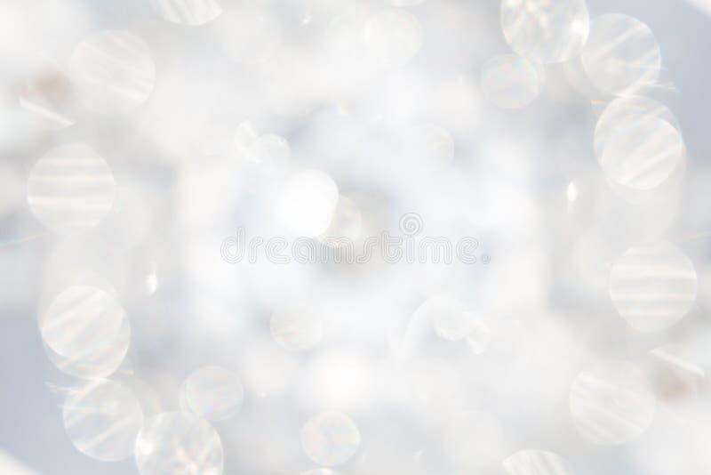 Fundo abstrato com uma luz branca borrada foto de stock