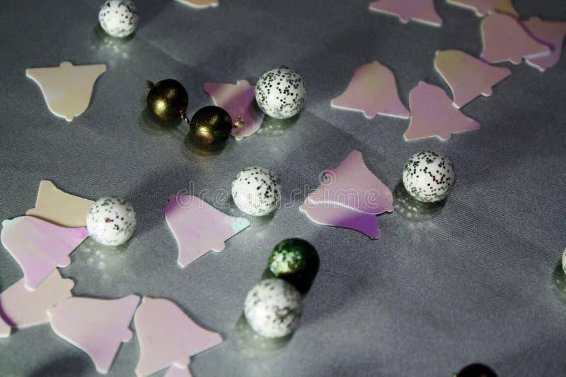 Fundo abstrato da decoração do Natal com bolas e tinir fotos de stock royalty free
