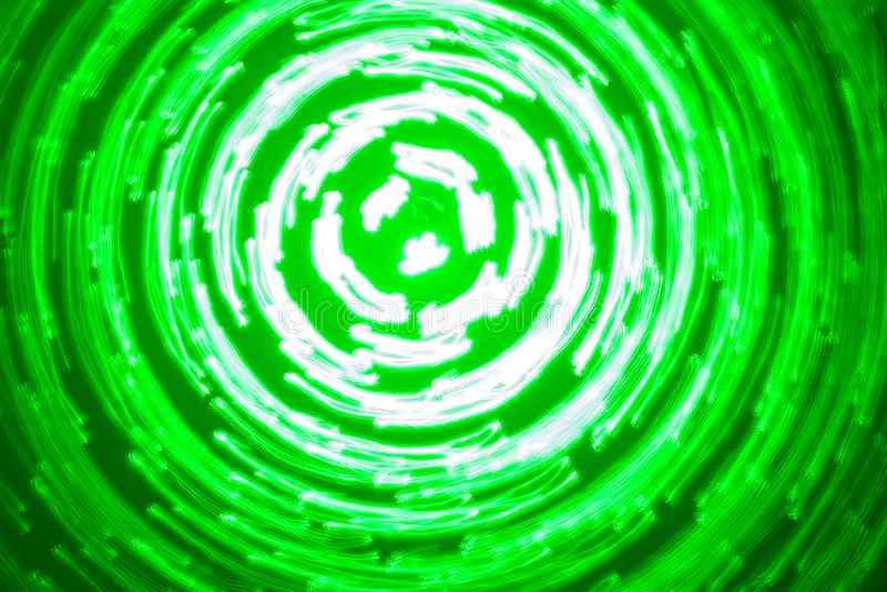Fundo abstrato de círculos luminosos em cores verdes e brancas imagens de stock