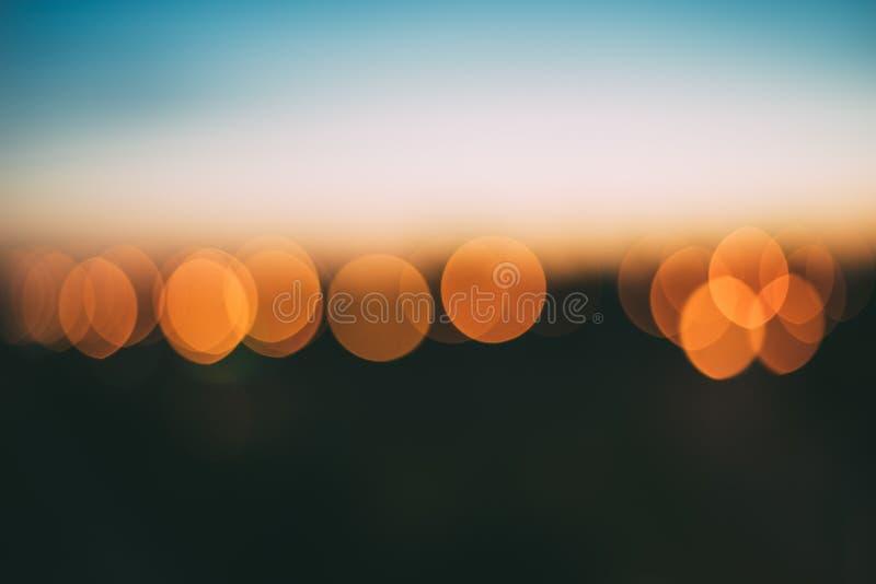 Fundo abstrato de luzes alaranjadas brilhantes do bokeh fotografia de stock royalty free
