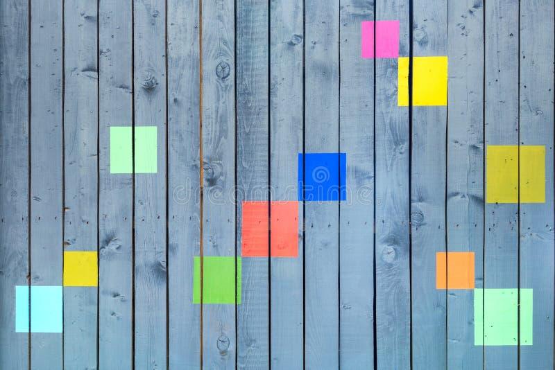 Fundo abstrato de placas de madeira pintadas com decorações foto de stock royalty free