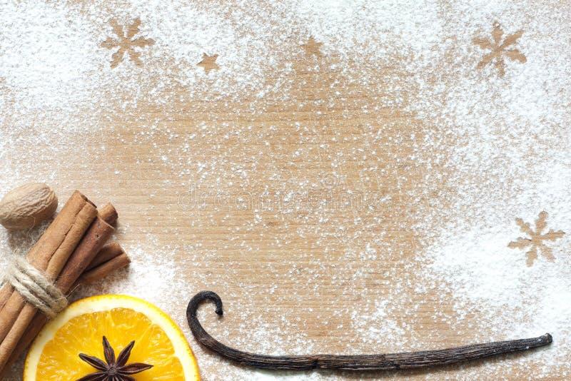 Fundo abstrato do alimento do Natal na placa de corte imagens de stock royalty free
