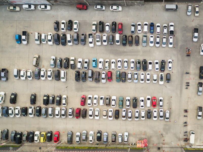 Fundo abstrato do borrão do estacionamento do carro, profundidade de foco rasa, imagens de stock