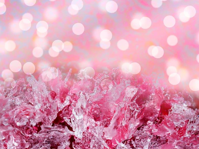 Fundo abstrato do inverno Formações do cristal de gelo do rosa com bok fotografia de stock