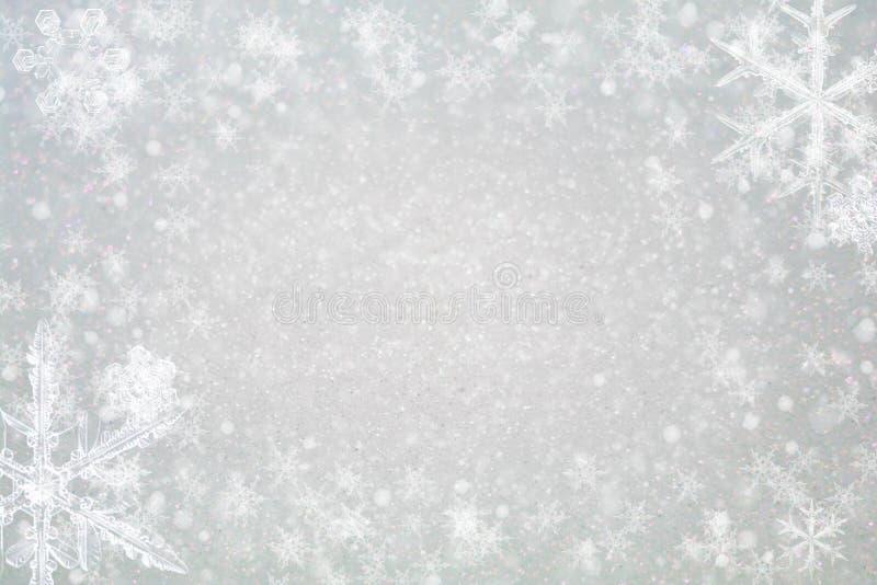 Fundo abstrato do Natal - brilho e flocos de neve fotografia de stock royalty free